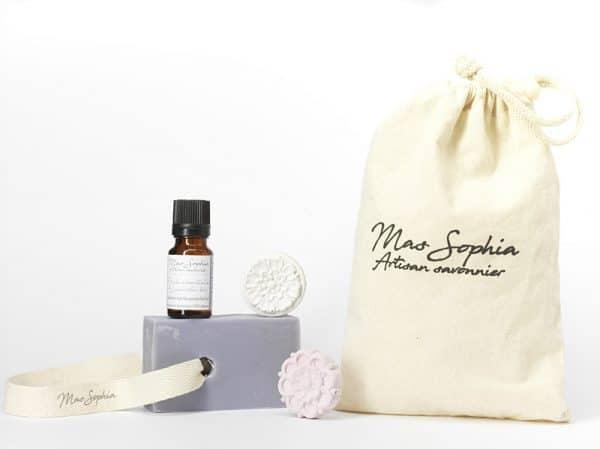 Pochon Lavande comprant savon, huile essentielle et diffuseurs