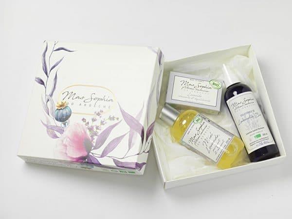 Coffret Lavande comprenant un savon Lavande, un savon liquide Miel/Lavande et une eau de Lavande
